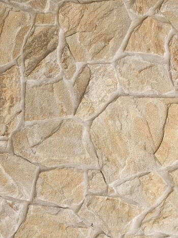 Štiepaný kameň Pieskovec P1-rustik/krivý-hrúbka 1-3cm
