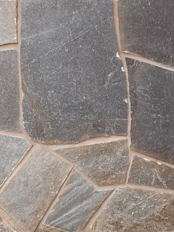 Obkladový štiepaný kameň Kvarcit Grafit 10-50cm, hrúbka 1,5-2,5cm