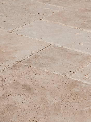 Kamenný obklad/dlažba Travertín KLASIK, francúzsky vzor-hr.1,2 cm