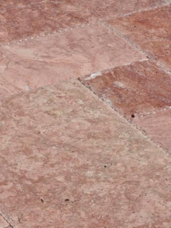 Kamenný obklad/dlažba Travertín RED, francúzsky vzor-hr.1,2 cm