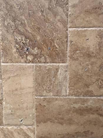 Kamenný obklad/dlažba Travertín MOCCA, francúzsky vzor-hr.1,2 cm